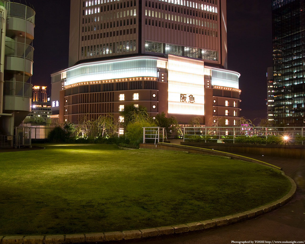 円形広場の夜景2