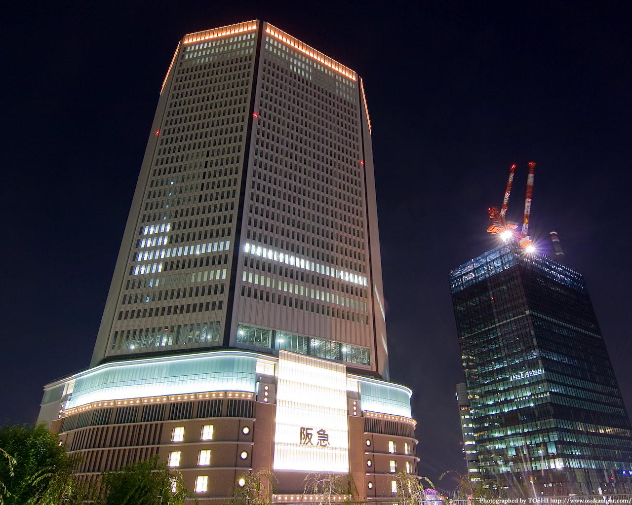 建設中の梅田阪急ビルと大阪富国生命ビル