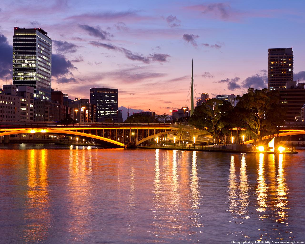 天神橋のライトアップ夕景2
