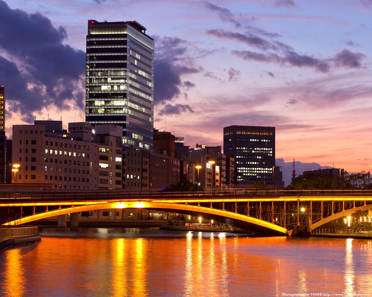 天神橋のライトアップ夕景3