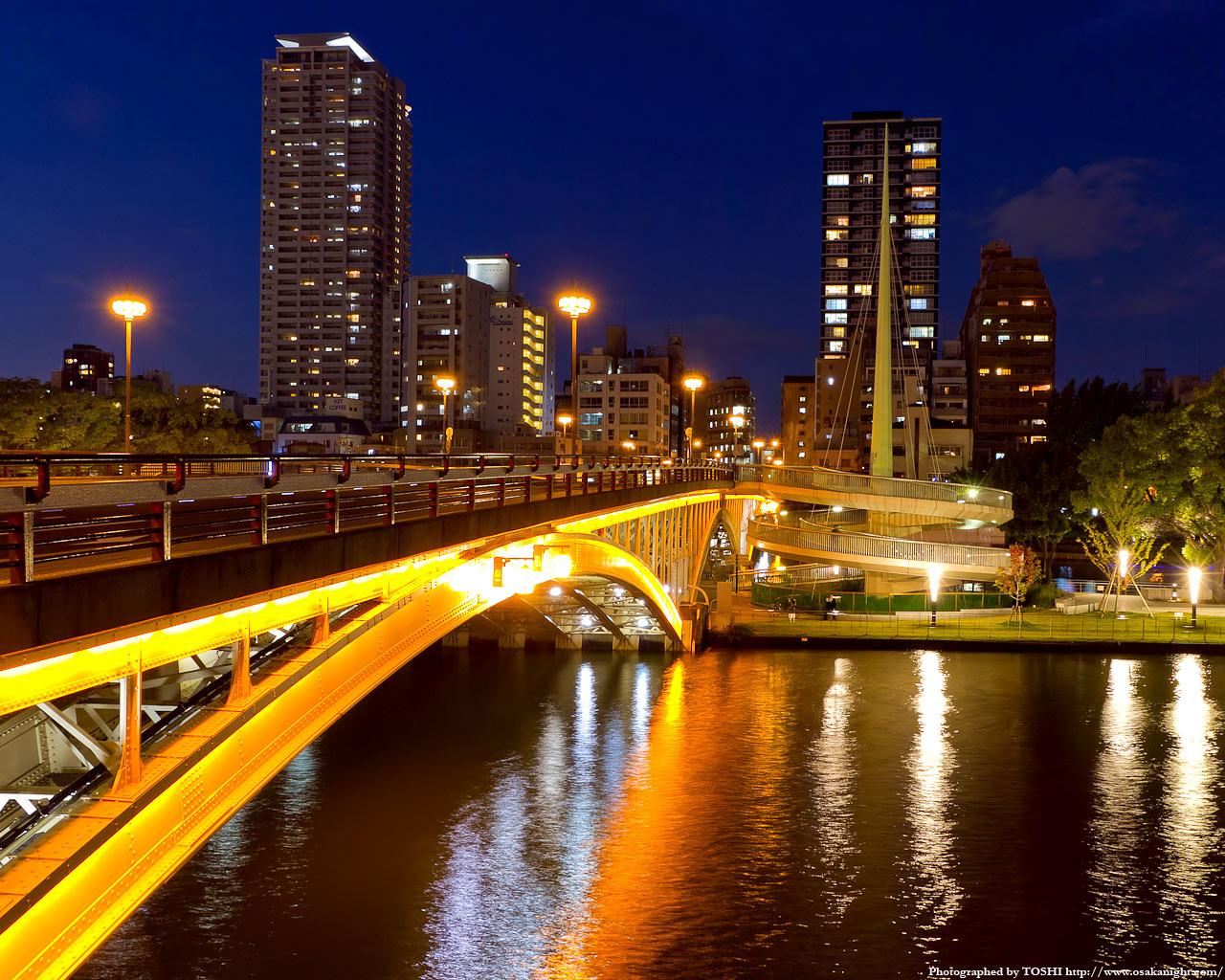 天神橋のライトアップ夜景3