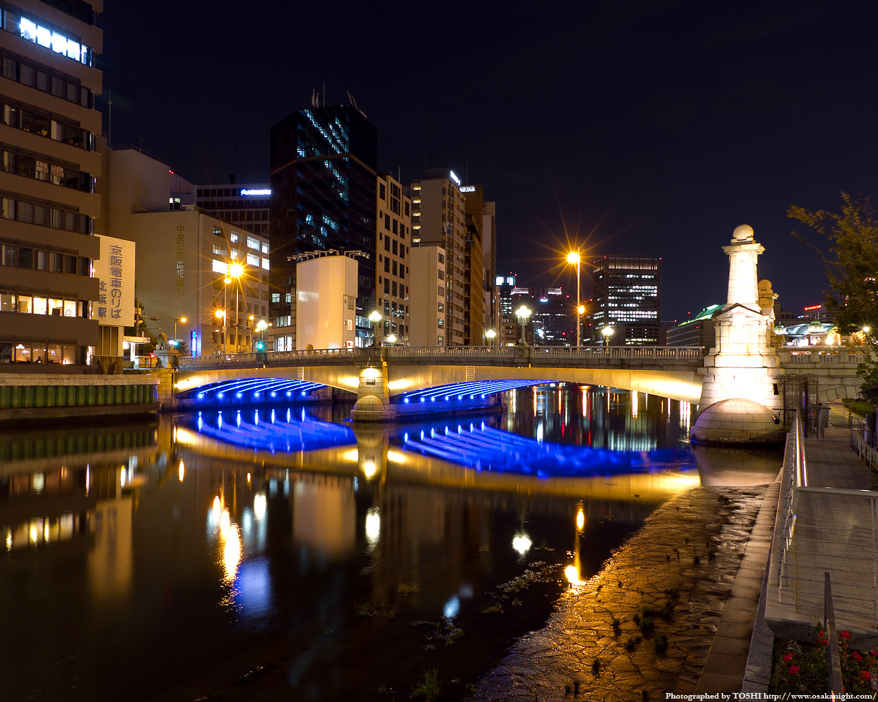 難波橋のライトアップ夜景1