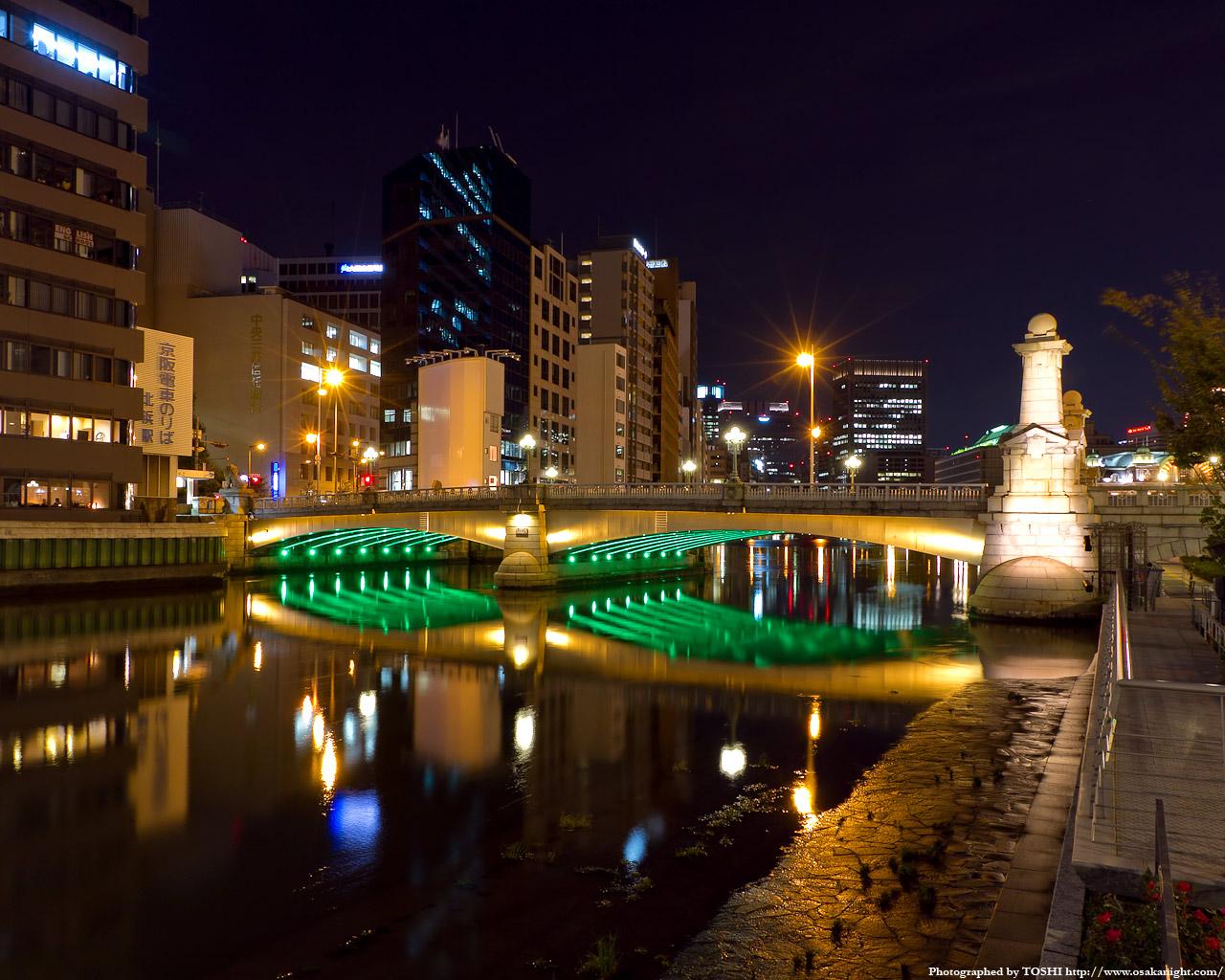 難波橋のライトアップ夜景2