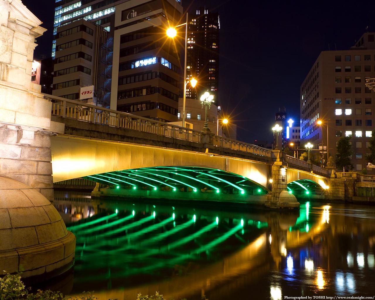 難波橋のライトアップ夜景4