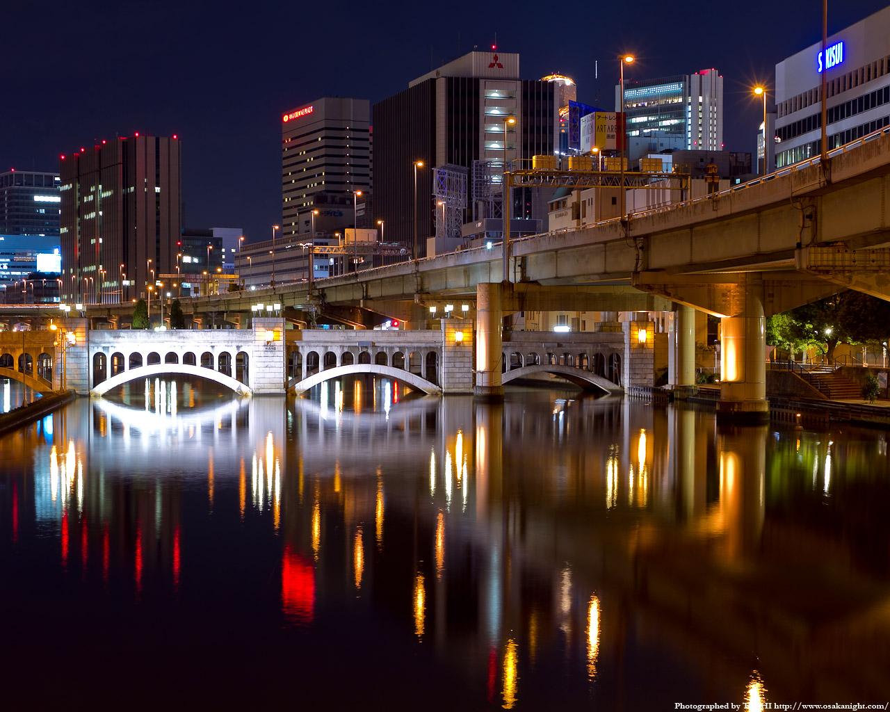 水晶橋のライトアップ夜景2