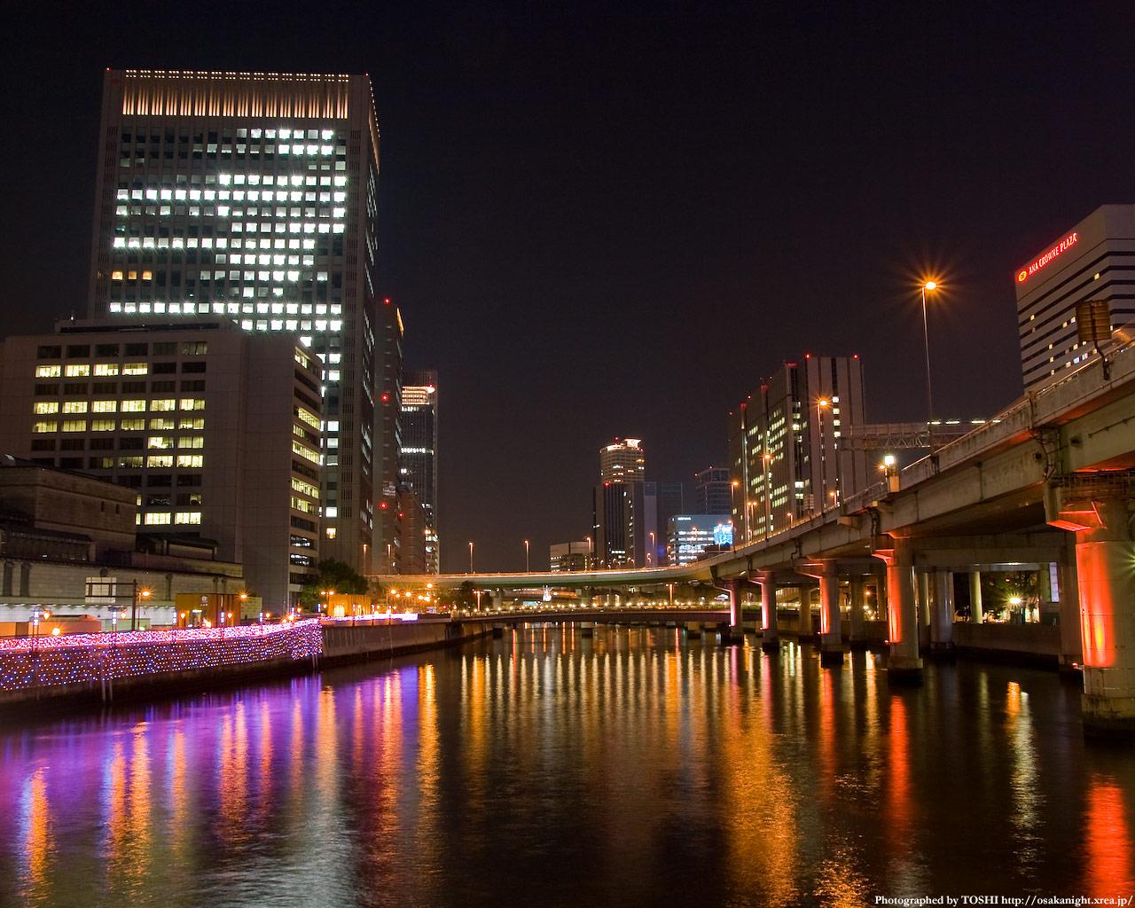 堂島川を照らす街河灯