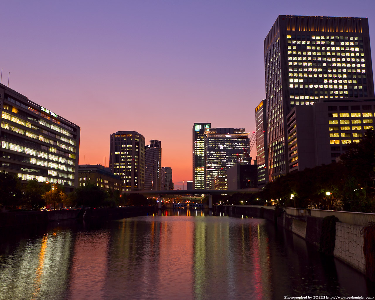 土佐堀川と中之島の高層ビル群夕景1