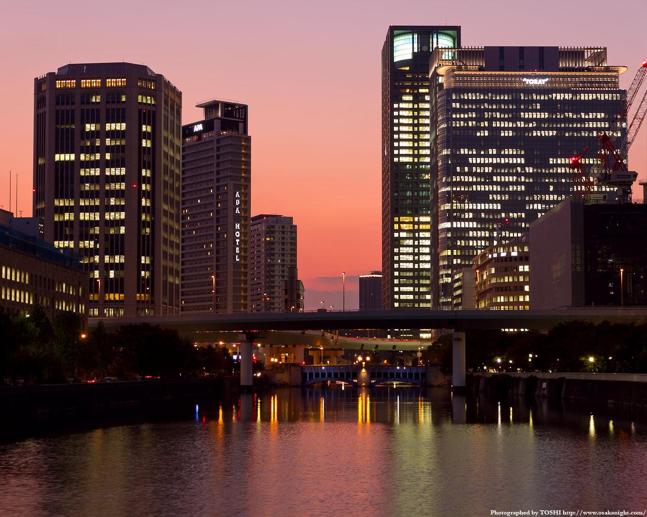 土佐堀川と中之島の高層ビル群夕景2