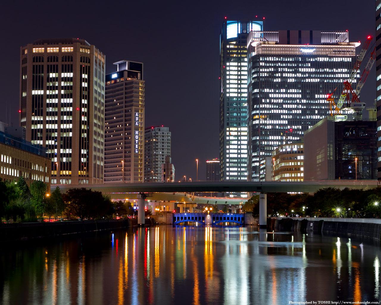 土佐堀川と中之島の高層ビル群夜景2
