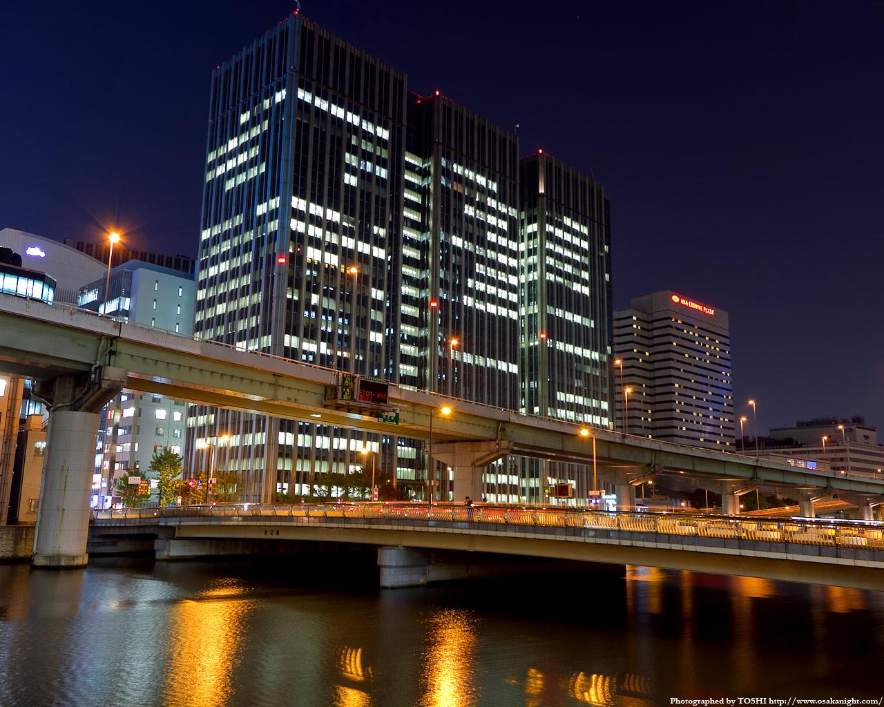 渡辺橋とアクア堂島ビル夜景