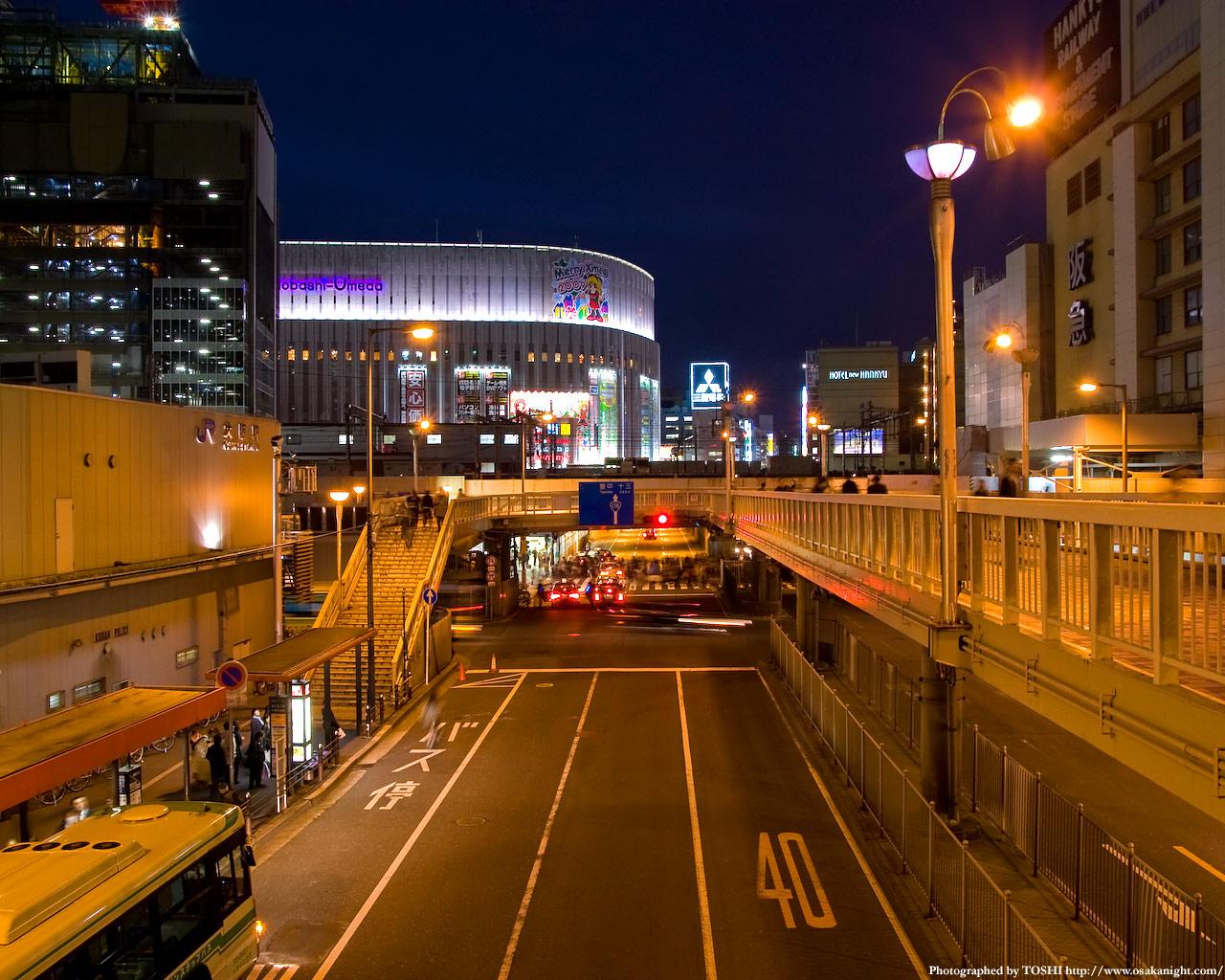 大阪駅前歩道橋からヨドバシ梅田方面