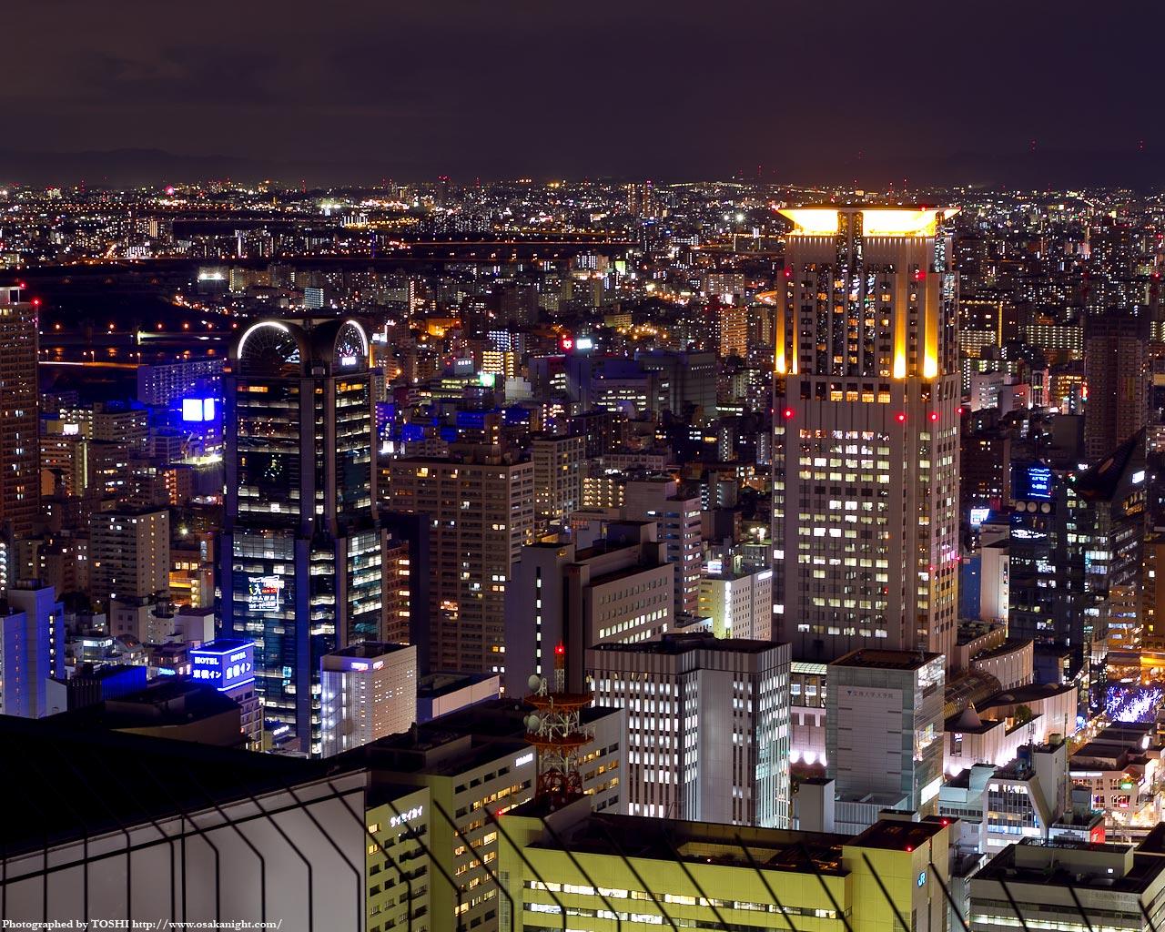 梅田ピアスタワーと茶屋町アプローズの夜景