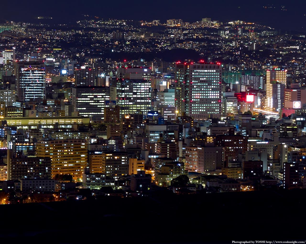 新大阪駅周辺の高層ビル群夜景