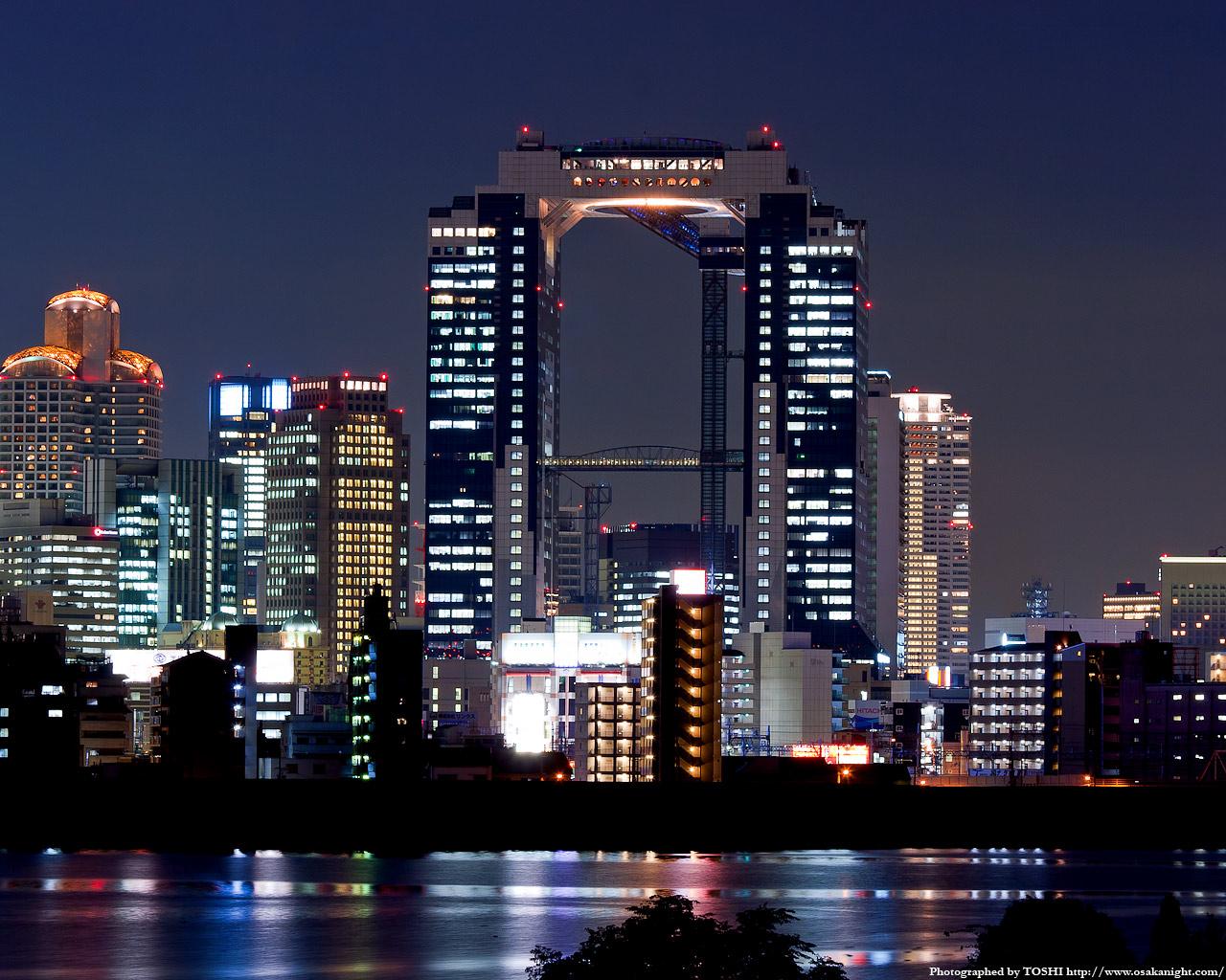 十三東付近より梅田スカイビルの夜景