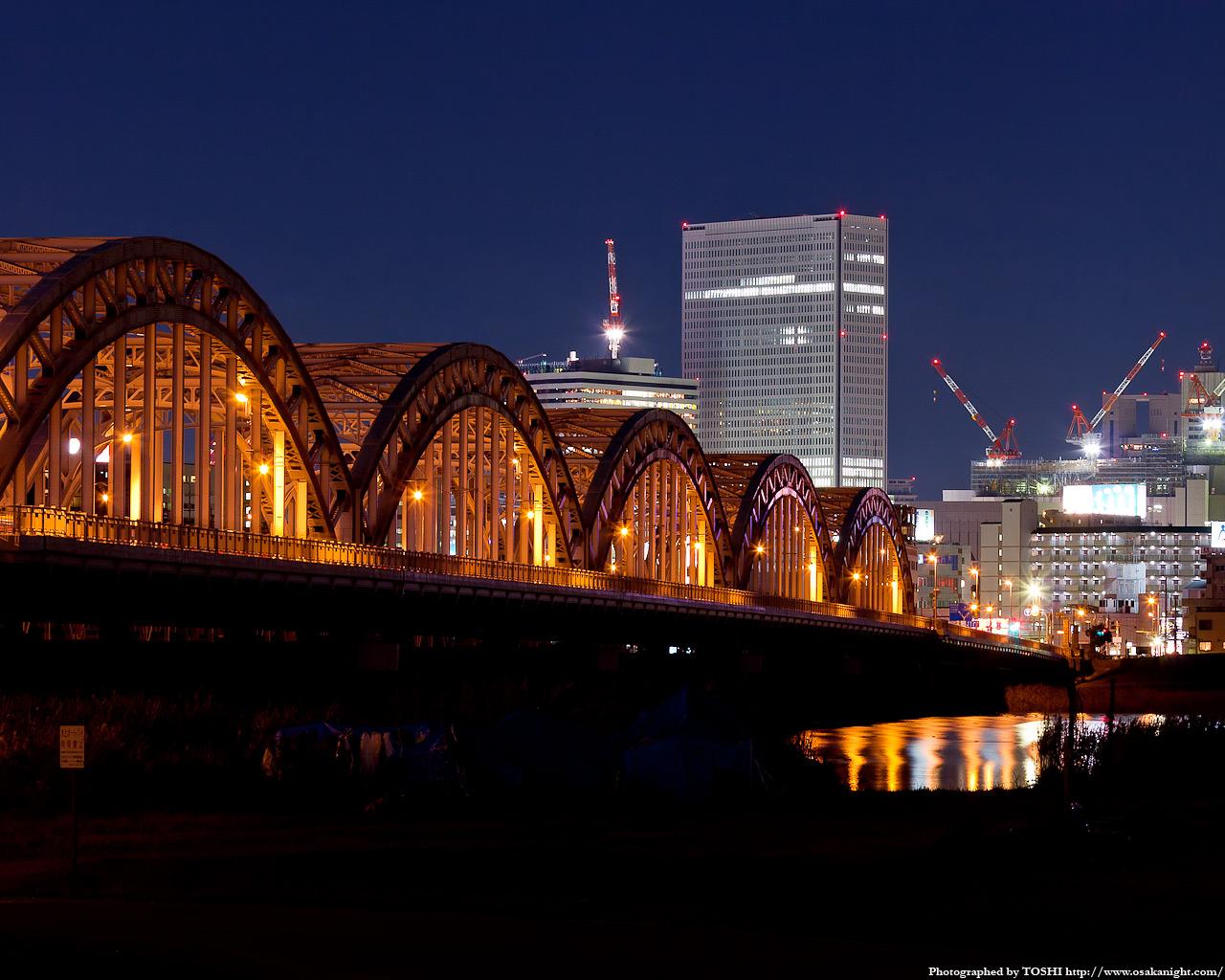 十三大橋のライトアップ夜景2
